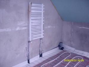 Ogrzewanie podłogowe i grzejnik w łazience